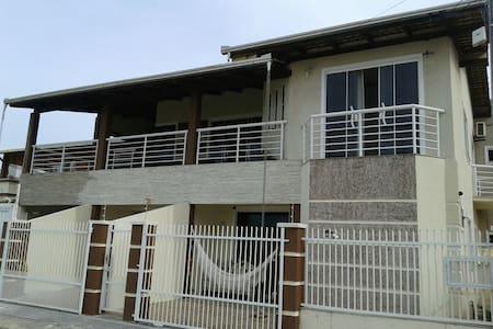 Casa alto padrão a 50 metros da praia - Navegantes - Haus