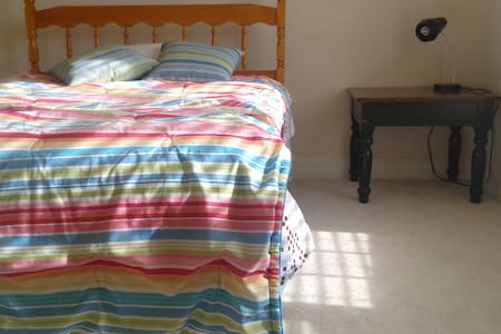 Quiet \comfy room w/ en suite bath - Gainesville - House - 0