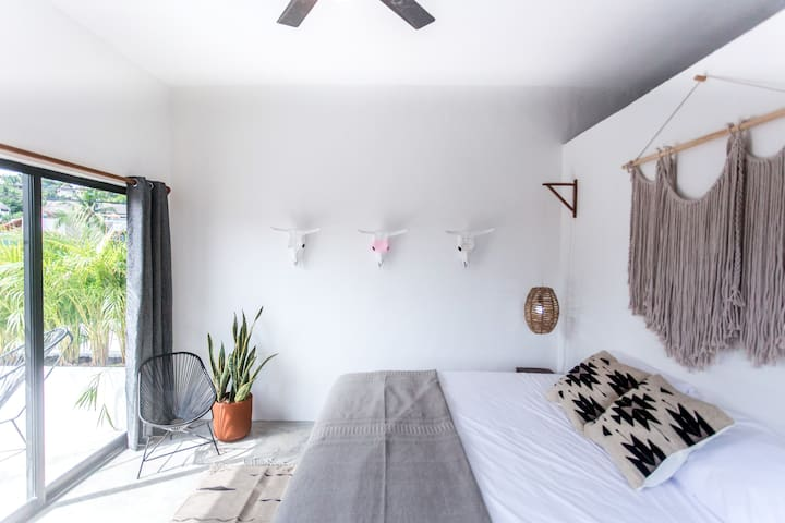 NEW Boho Rooftop Studio ♥ Terrace⋆Views⋆Location