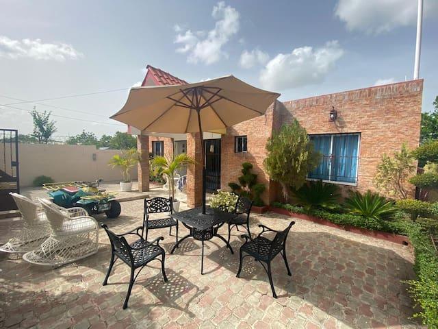 Un alojamiento familiar en Villa Jaragua, Neyba.