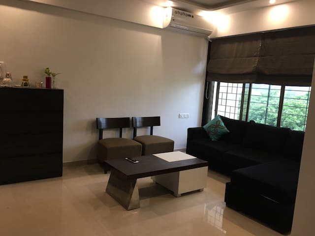 Plush Stay in Heart of Thane