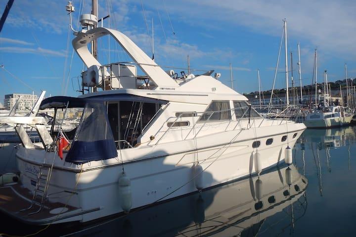 Luxury Cruiser - Old Style 'James Bond' Boat - Brighton