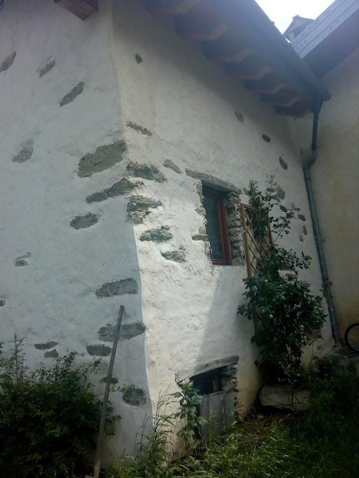 Casa indipendente in tipico villaggio di montagna