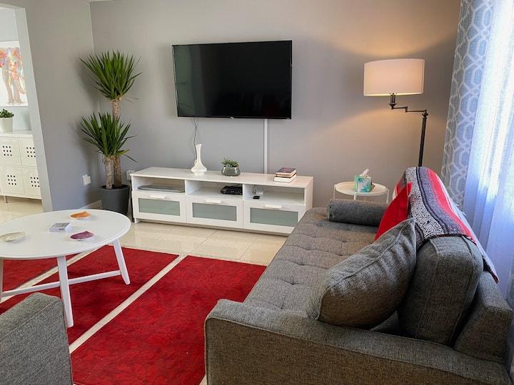 Modern 3/2.5 home + perfect location in Mandarin