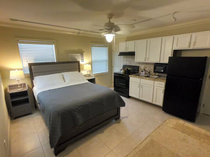 BeachWalk Unit 3 - Studio Apartment Pompano Beach