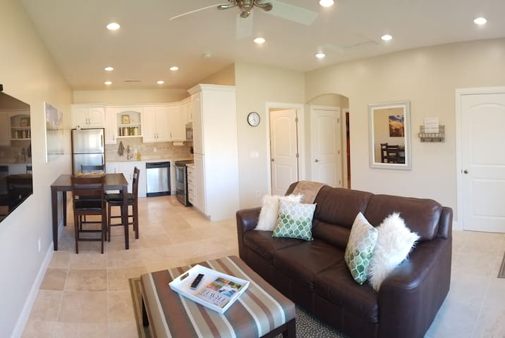 NEW HIGH-END GUEST HOUSE-FULL KITCHEN,Washer/Dryer