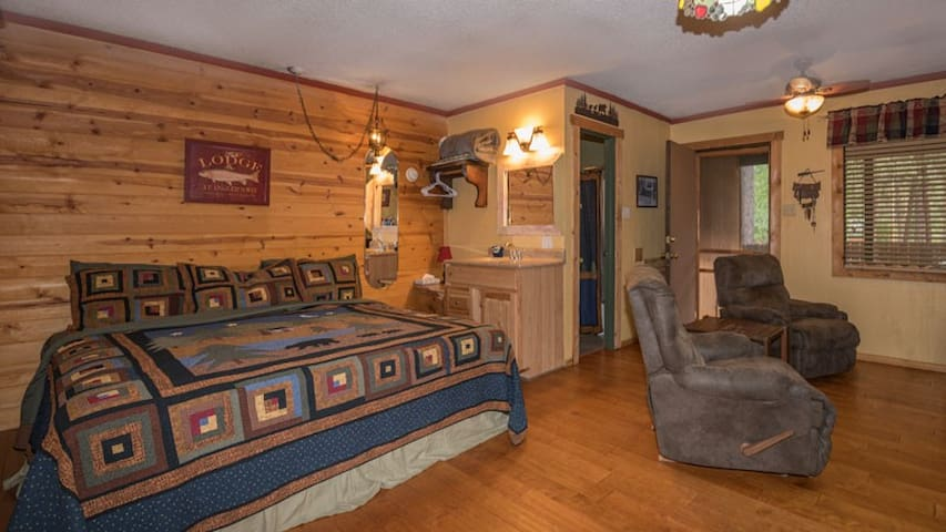 Whispering Pine Cabins - Aspen Cabin - Upper Canyon - Fireplace &  Kitchenette