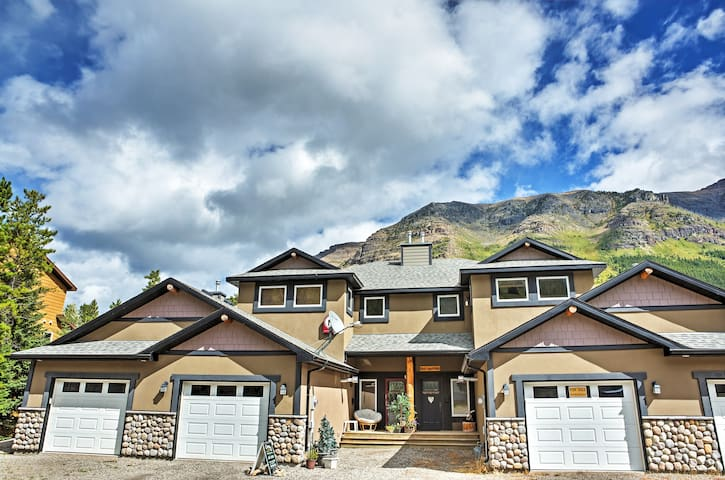 Pincher Creek Condo in Castle Mountain Ski Resort!
