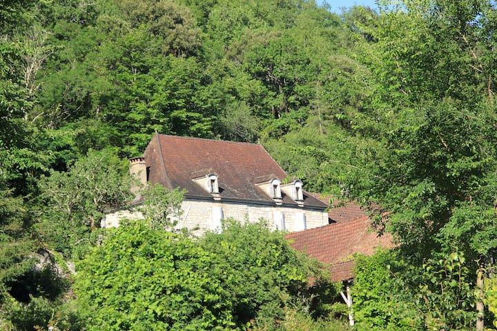 La maison d'Albertine - Peyrillac-et-Millac - Talo