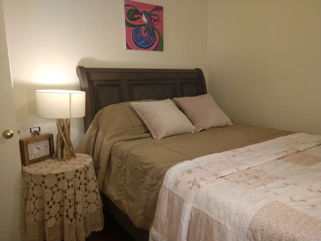 Beautiful room & private bathroom, close to CSUN.