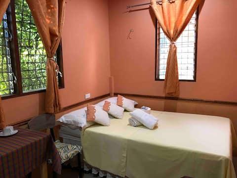 Orange Room - Green Garden Travellers Inn