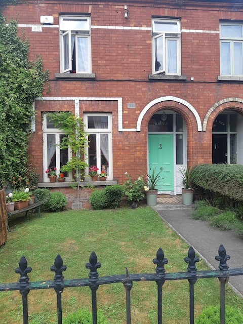 Beautiful old redbrick home in Harolds Cross