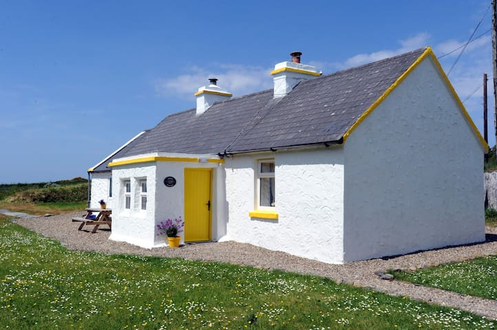 The Yellow Cottage, Doolin - Doolin - Hus