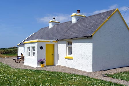 The Yellow Cottage, Doolin - Doolin - Talo