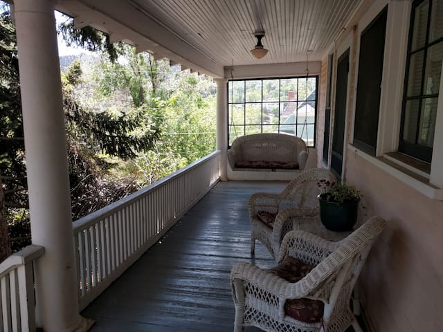 Honeysuckle Cottage - Manitou Springs - downtown