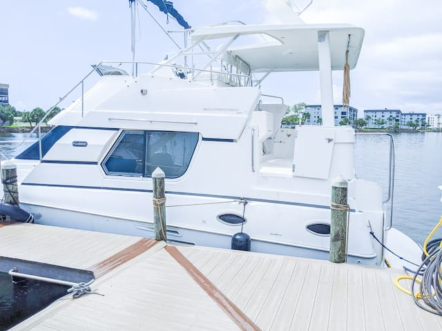 Spacious Cocoa Beach Boat in beautiful marina