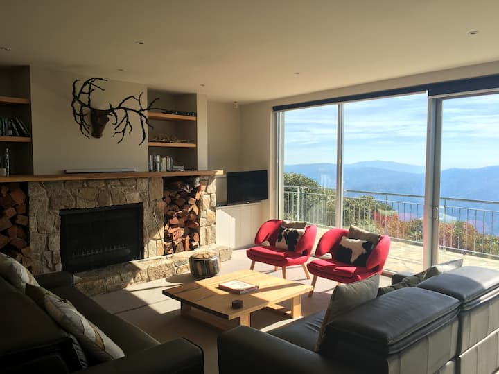 Large Luxury light filled apartment Stunning Views
