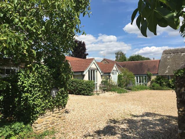 Dairy Cottage (Munden House)