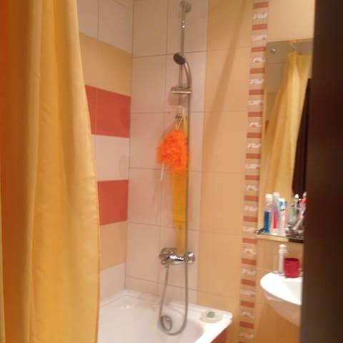 Сдается комната в 2 комнатной кварт - Sankt-Peterburg - Bed & Breakfast