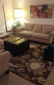 Spacious Crestwood Condo - Crestwood - Condominium