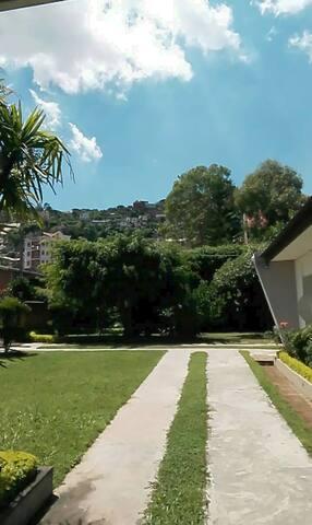 Chambre(s) dans Villa avec jardin en ville