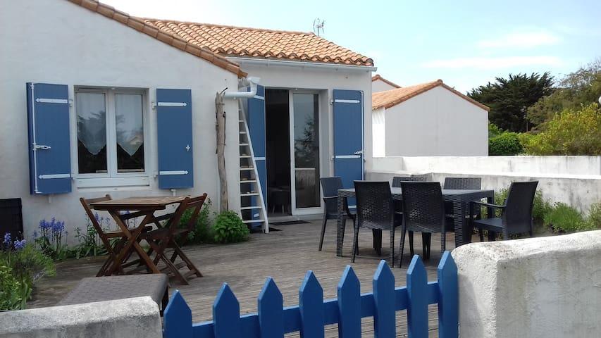 Charmante maison, la plage à pieds !