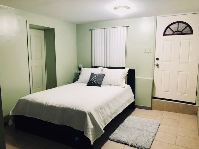 Private Bedroom in single family home @BWI airport