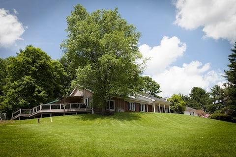 Getaway Luxury Estate Home near Oglebay Park WV