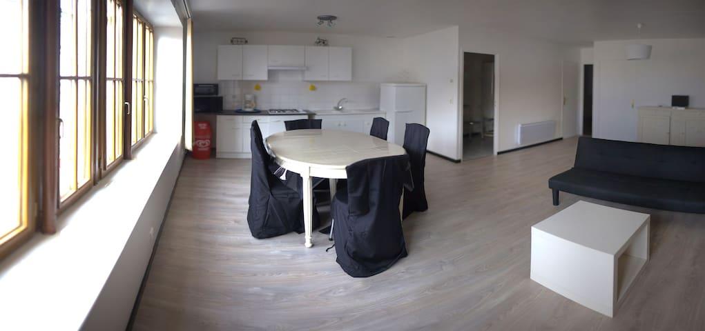 Appartement spacieux situé en plein centre bourg - Saint-Georges-sur-Cher - Byt
