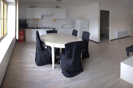 Appartement spacieux situé en plein centre bourg - Saint-Georges-sur-Cher