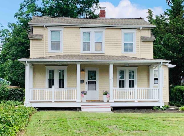 Beautiful Summer Sea Side Cottage In Rumson NJ