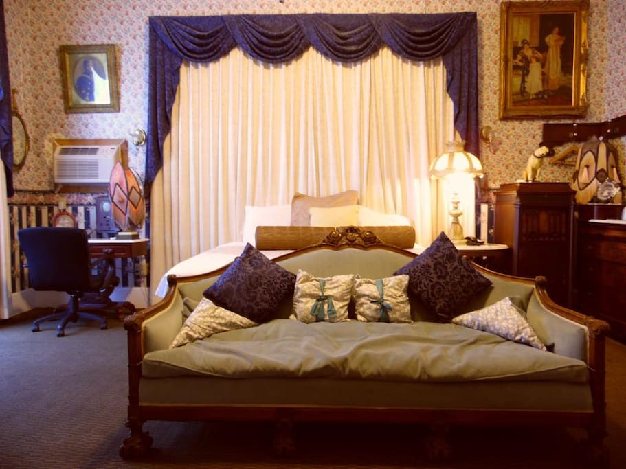 An example of one of the vintage styled rooms available for your stay.