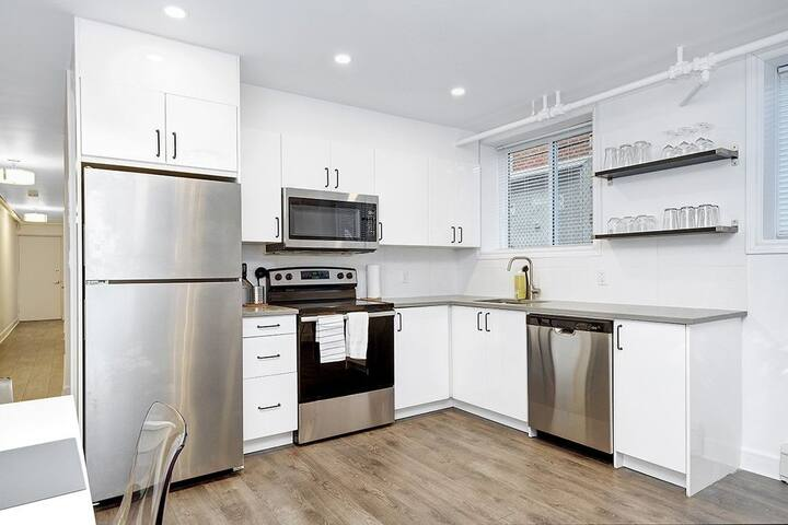 Charming private bedroom near Downtown Ottawa