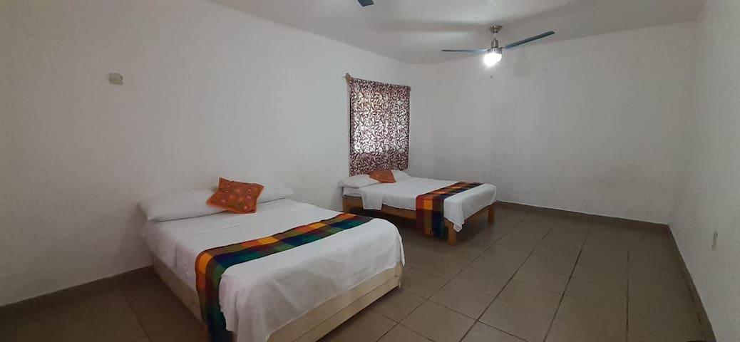 Habitación Cuádruple Económica en Hostal Tzalahua