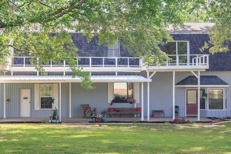 The Blue Barn, spacious, homey & convenient