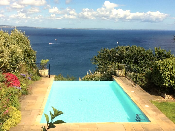Mousehole house with stunning sea views, sleeps 10