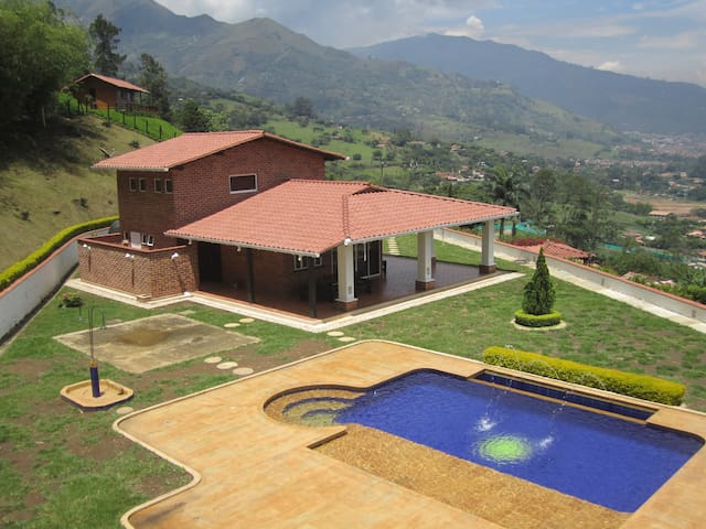 La fe (Country House) - Copacabana - Vila