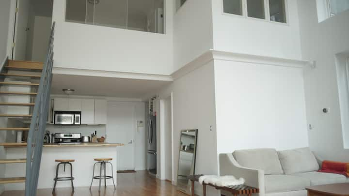 LARGE BRIGHT DUPLEX -  Balcony + Rooftop