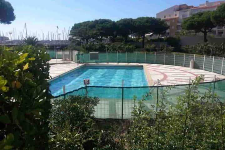 ☀️⛱Studio cocooning en rez de jardin + piscine ⛱☀️
