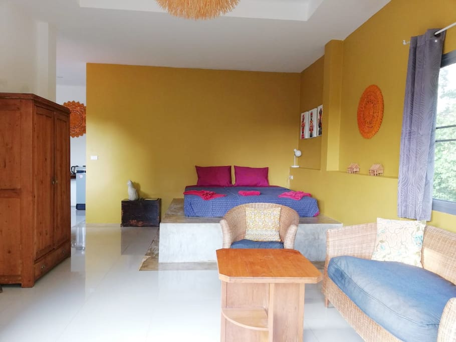 Spacious chic apartment with one kingsize bed and single bed. Balcony and garden view.