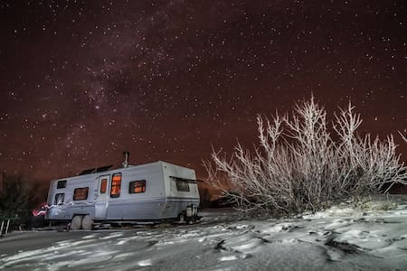 little camper -- Big Views - Questa - 露營車