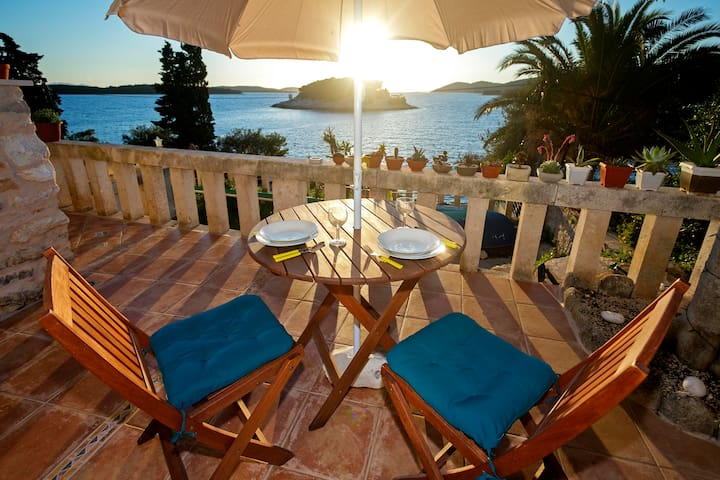 Beachside Bungalow Studio - HVAR - Hvar