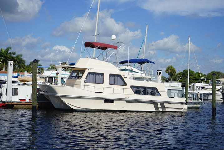 Holiday Mansion Houseboat at Port of the Islands - Naples