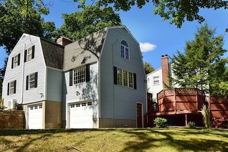 Cozy house close to the W. H. Center - West Hartford - Talo