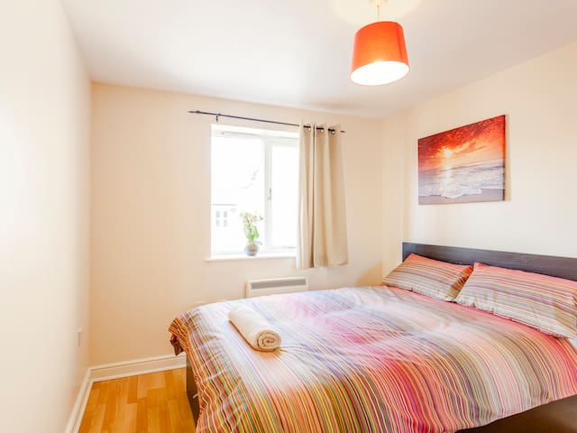 Spacious 2 bed flat parking 15 mins to station for Sofa bed 8101