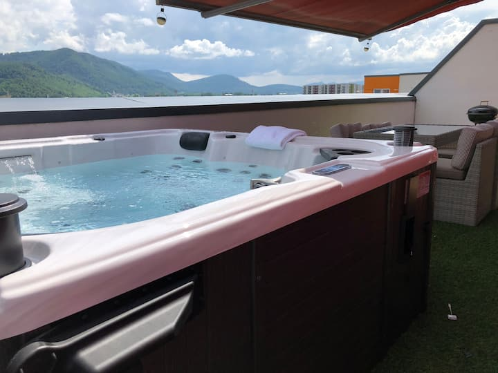 Brasov Penthouse -1 bedroom and a private hot tub