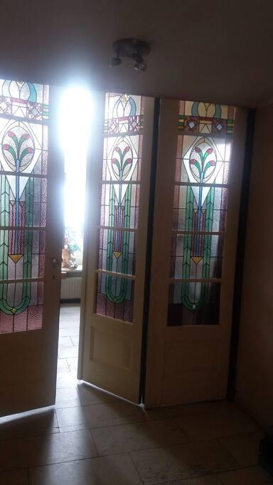Mooie Lichtval door de Glas in Lood deuren