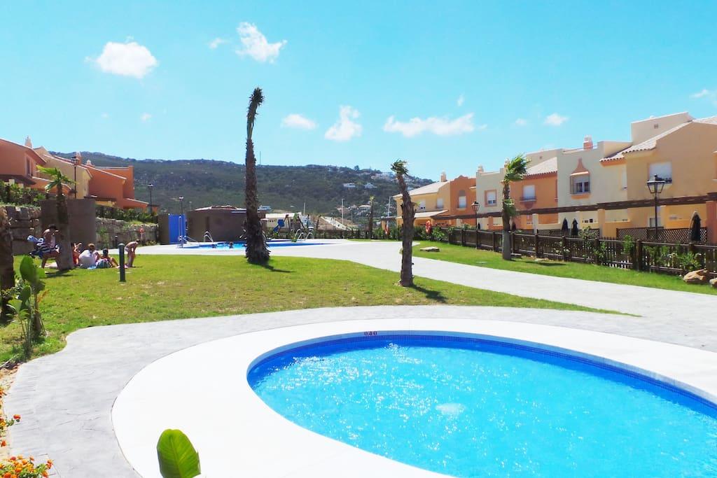 Apartamento luz atlanterra townhouses for rent in zahara for Piscinas naturales zahara delos atunes