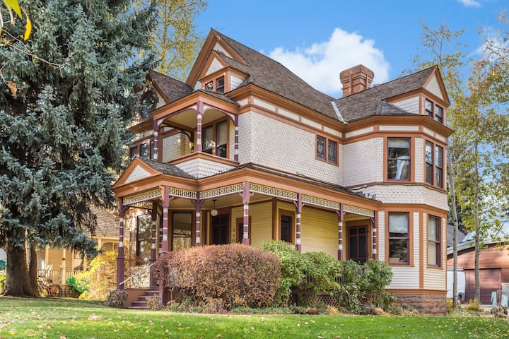 Iconic $ 7 Million 5BR/Victorian Downtown Aspen