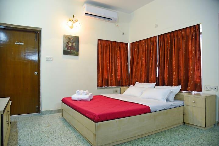 En-suite Room & Bathroom|Private Balcony|WiFi